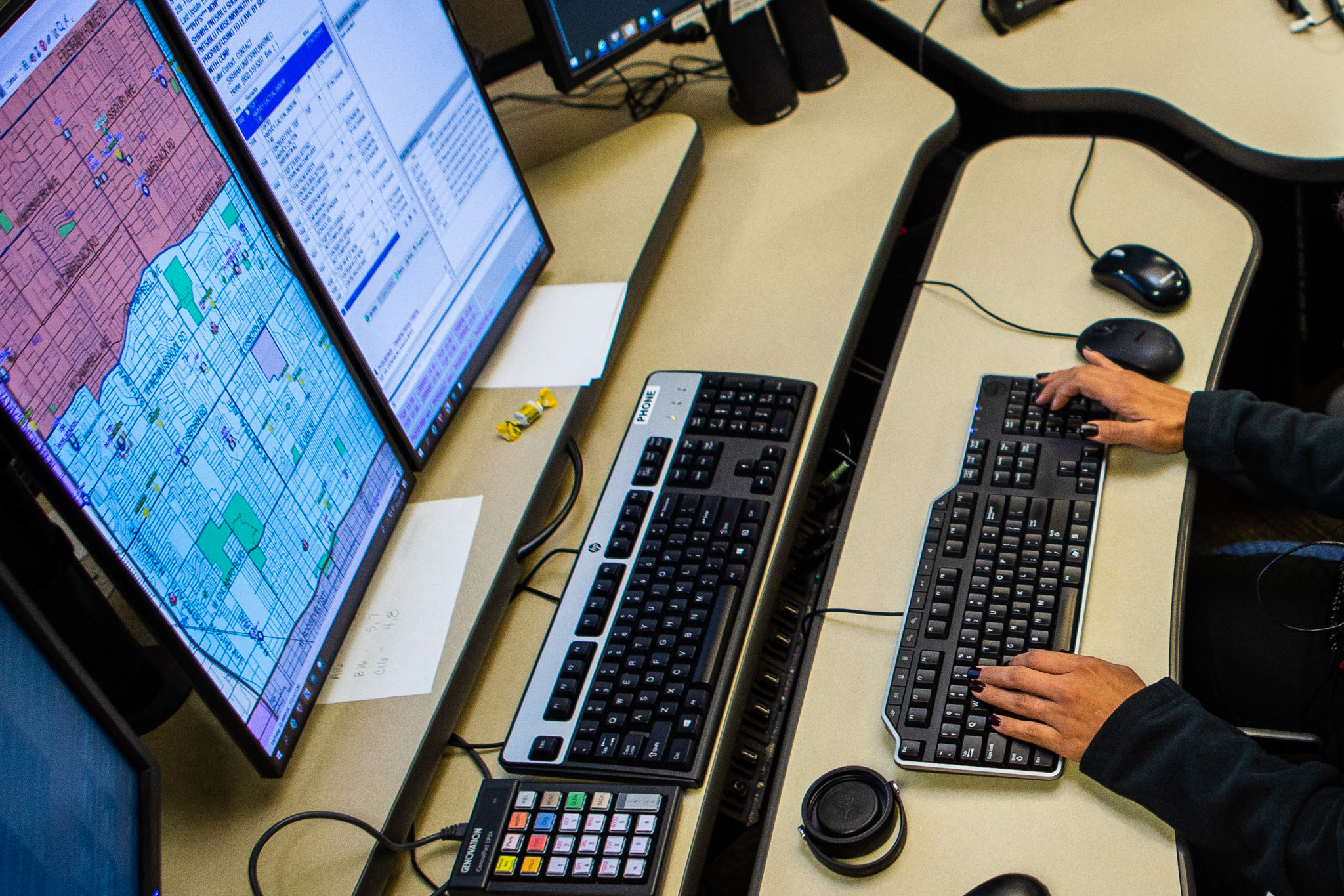 Maria Abeyta dispatches up to six calls at a time at the Phoenix Police dispatch center, Nov. 22 2019. The police dispatch center answers 911 calls from all seven precincts in Phoenix. (Photo by Audrey Jensen)